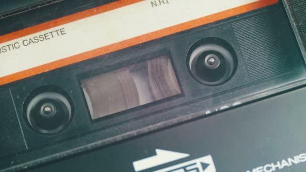 Vintage kazetový magnetofon Převinout pásek