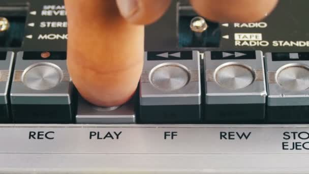 Finger lisy tlačítka Spustit a zastavit řízení na kazetový magnetofon