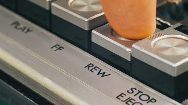 Finger lisy Rewind ovládací tlačítka na kazetový magnetofon