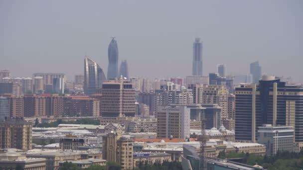 Pohled na krajinu mrakodrapy a high-vzestup budovy v městě Baku, Ázerbájdžán