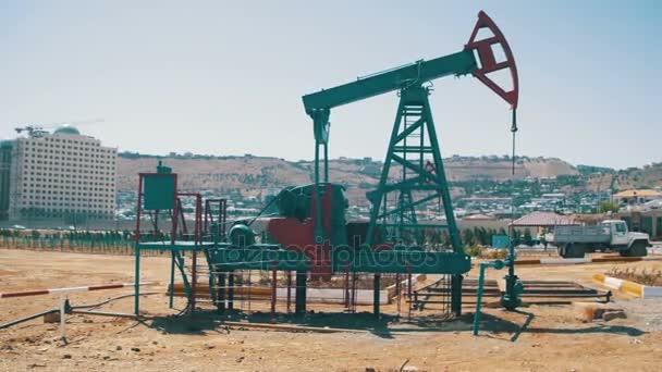 Pompa olio, pompa jack. Combustibili fossili di energia, vecchia unità di pompaggio