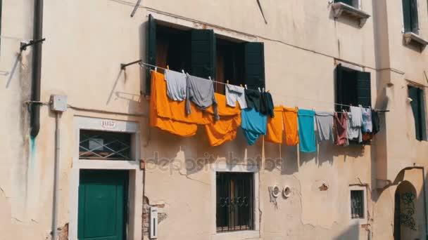 Lógó ruhát az utcán után lett mosva itt: Velence, Olaszország