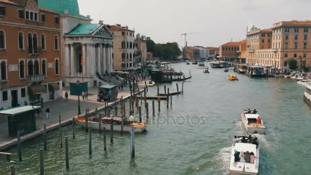 Canal Grande v Benátkách, pohled z mostu
