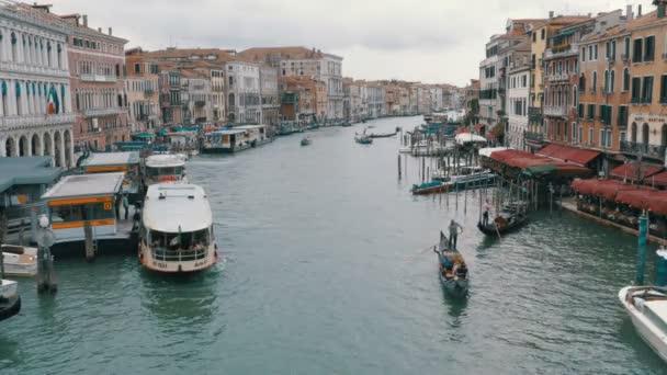 Canal Grande. Pohled z mostu Rialto. Benátky Itálie.