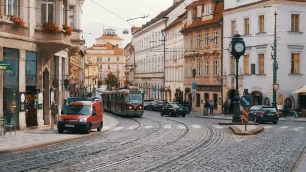 České tramvaje jezdí přes staré město České republiky, Praha