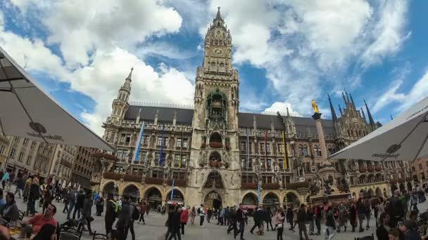 Marienplatz in München Ansicht vor Rathaus Straße. Hyper-Zeitraffer