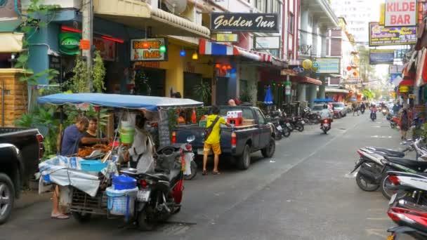 Se sei in. Vero massaggio thailandese oliato con pompino finale in Pattaya.
