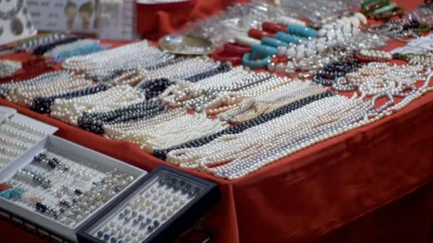 Pearl necklaces and souvenirs at the Jomtien night market. Thailand. Pattaya