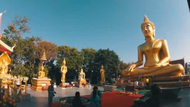 Pattaya nagy arany Buddha temploma. Thaiföld