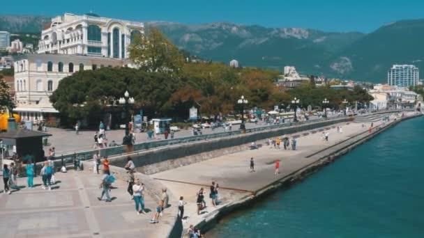 Yalta töltésén. Crimea