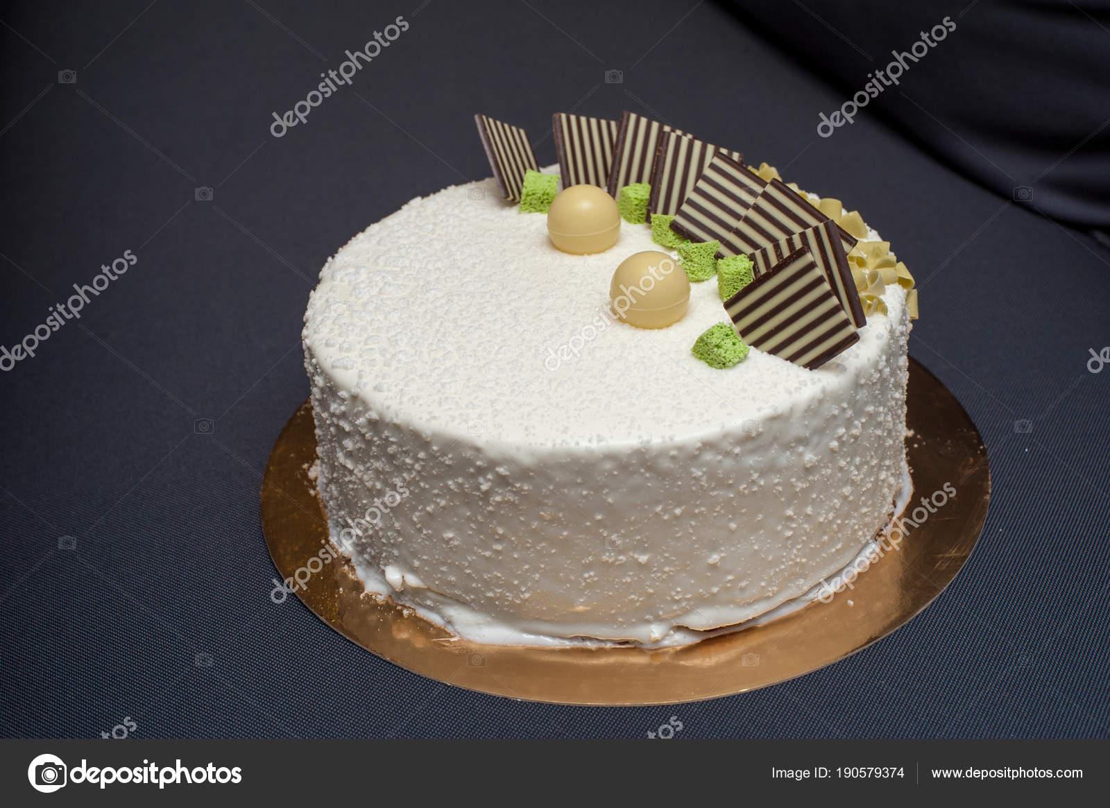 Kuchen In Weisse Glasur Mit Kunst Dekoration Stockfoto