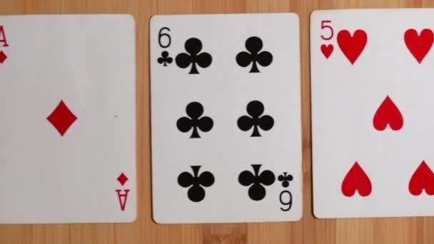 párování nad skupinou pěti hracích karet