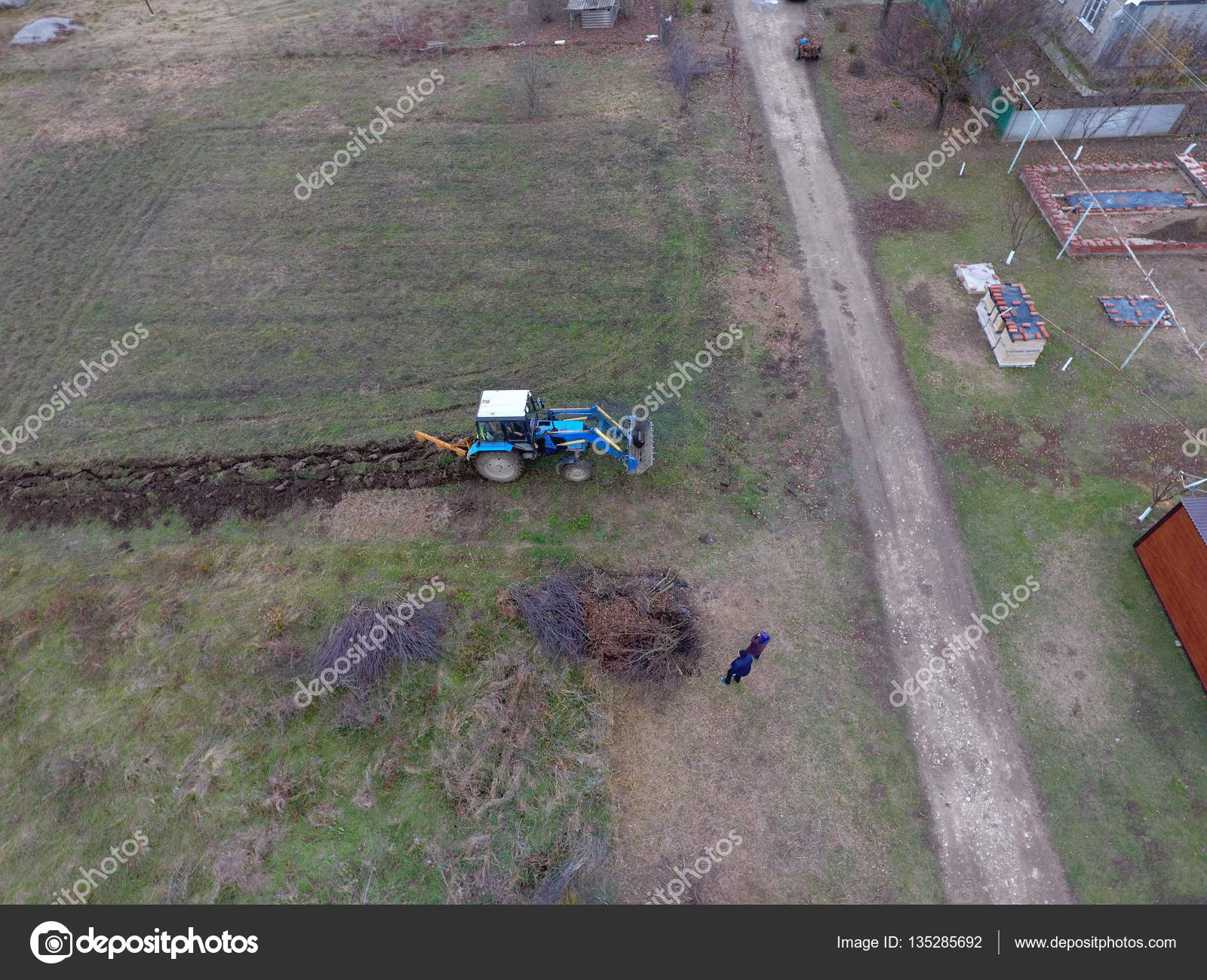 Traktor Garten Pflügen Pflügen Den Boden Garten Stockfoto