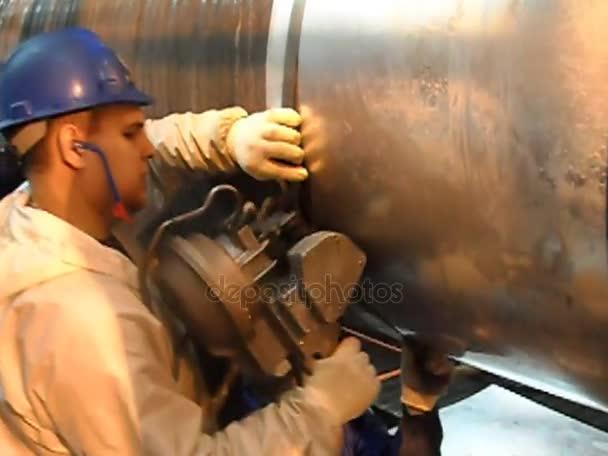 Izolace prostoru svařované Potrubní přípojky. Příprava a montáž podmořského plynovodu konat workshop ležela člun