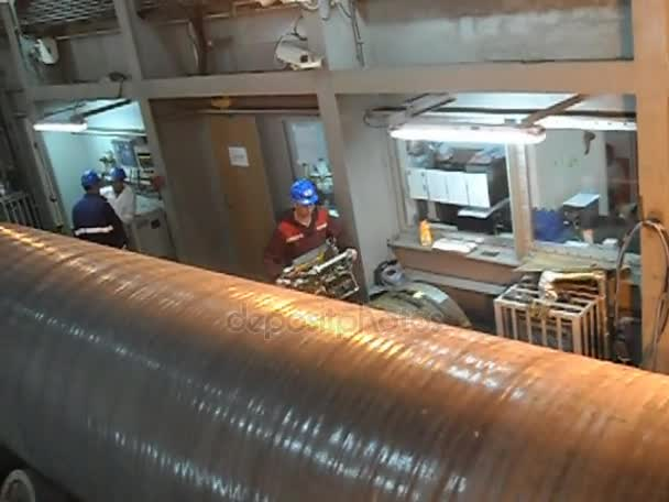Test dei raggi x giunto saldato. Radiografia della saldatura. Preparazione e montaggio del gasdotto sottomarino per tenere il workshop lay barge.