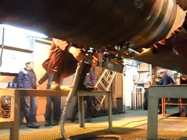 Mar Baltico, Russia - 12 settembre 2016: Test dei raggi x giunto saldato. Radiografia della saldatura. Preparazione e montaggio del gasdotto sottomarino per tenere il workshop lay barge.