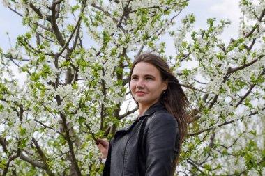"""Картина, постер, плакат, фотообои """"сказочная девочка в цветущем сливовом саду. портрет девушки на белом фоне цветов ."""", артикул 177434034"""