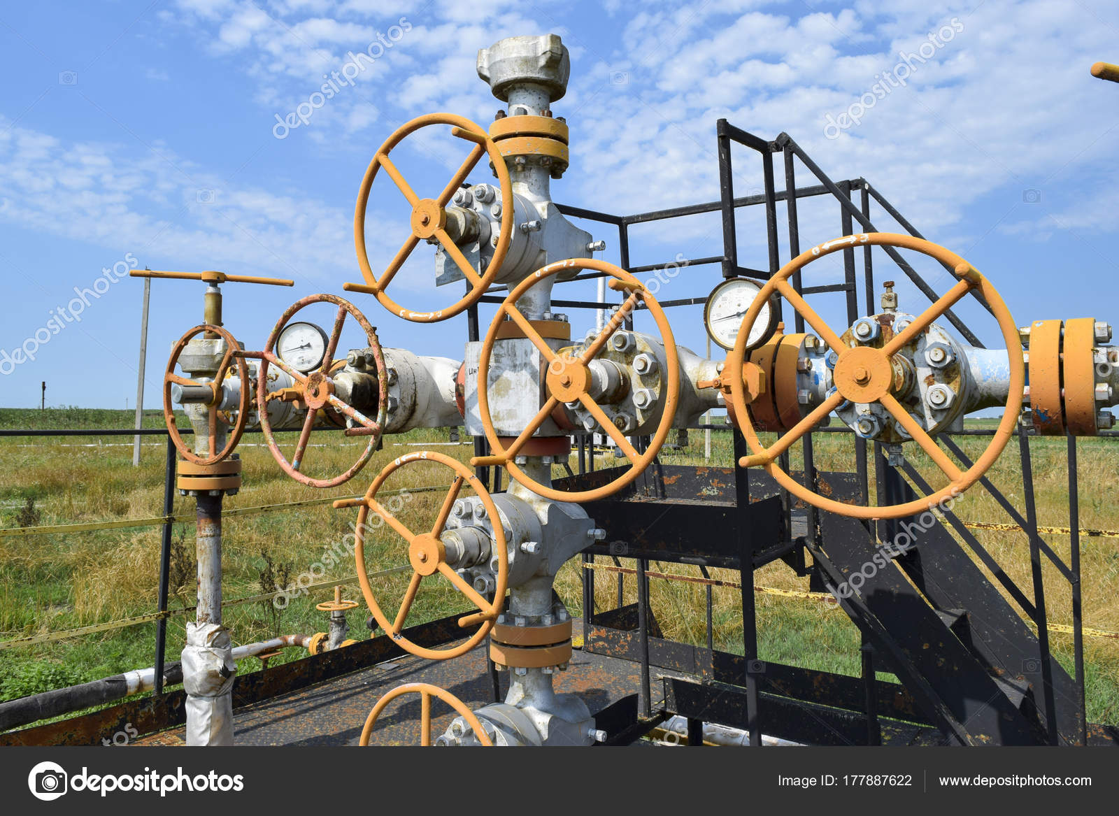 石油と天然ガス生産。油井坑口装...