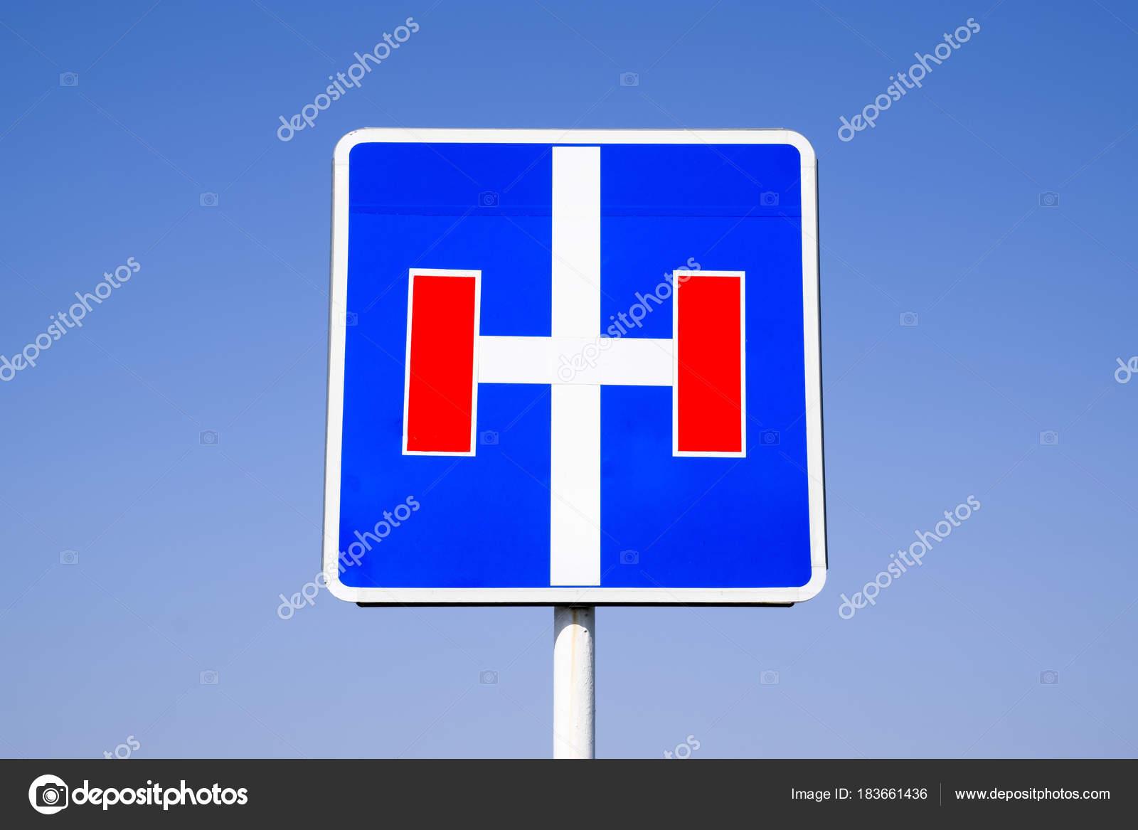 panneau de signalisation sans issue la route avec une voie sans issue photographie fotogigi85. Black Bedroom Furniture Sets. Home Design Ideas