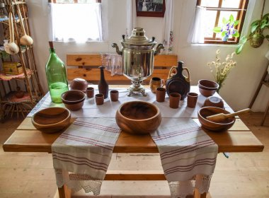 A room for food in an ethnic Cossack dwelling. Pottery, samovar and brew.
