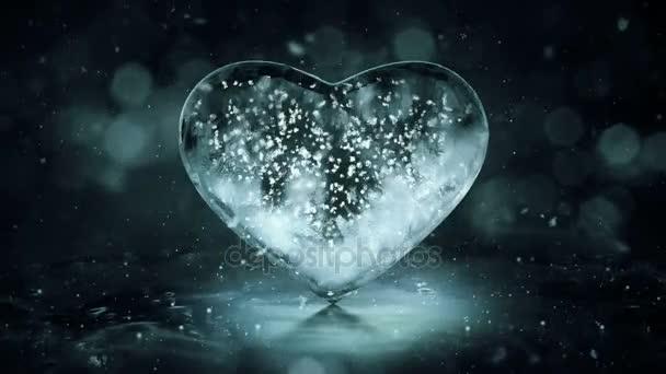 Grey Noir Eis Glas Herz mit Schneeflocken in Bewegungshintergrund Schleife 4k