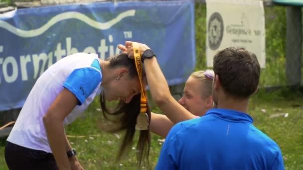 Tungur, Oroszország - 07.2016: díjátadó ünnepség az Altay Ultra Trail.