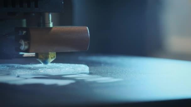 Detail: tisk s plastovou drátku na 3d tiskárně