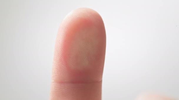 Futuristische digitale Verarbeitung biometrischer Fingerabdruckscanner. Konzept der Überwachung und Sicherheitsüberprüfung digitaler Programme und biometrischer Fingerabdrücke. Cyber-futuristische Anwendungen