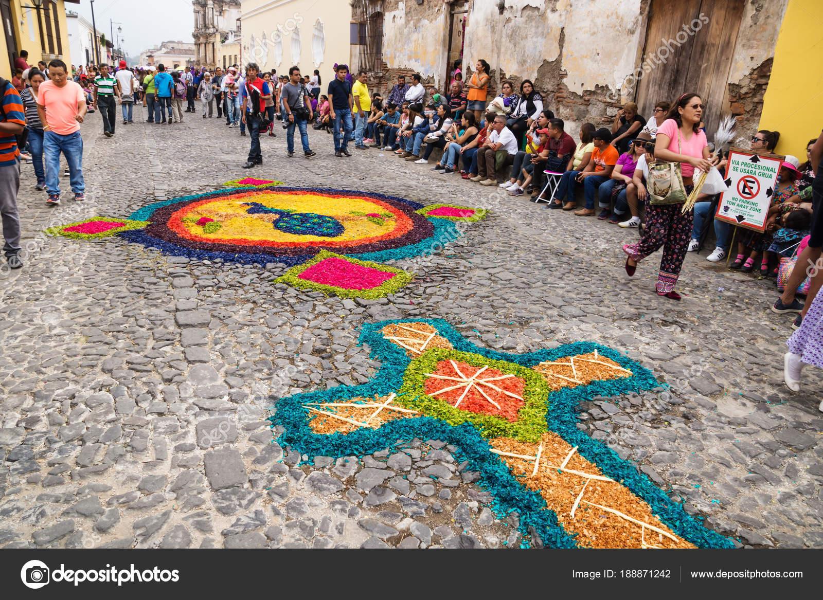 Alfombre Tappeti Di Segatura Colorata Per La Processione Di San