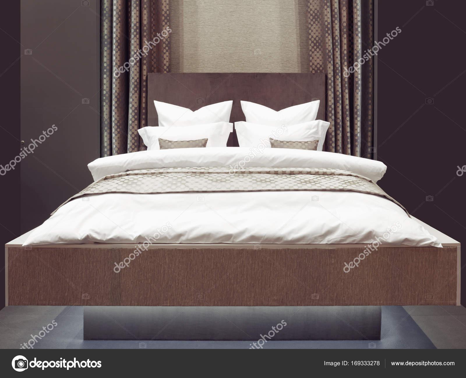 luxe moderne japanse stijl slaapkamer interieur van een hotel slaapkamer stockfoto