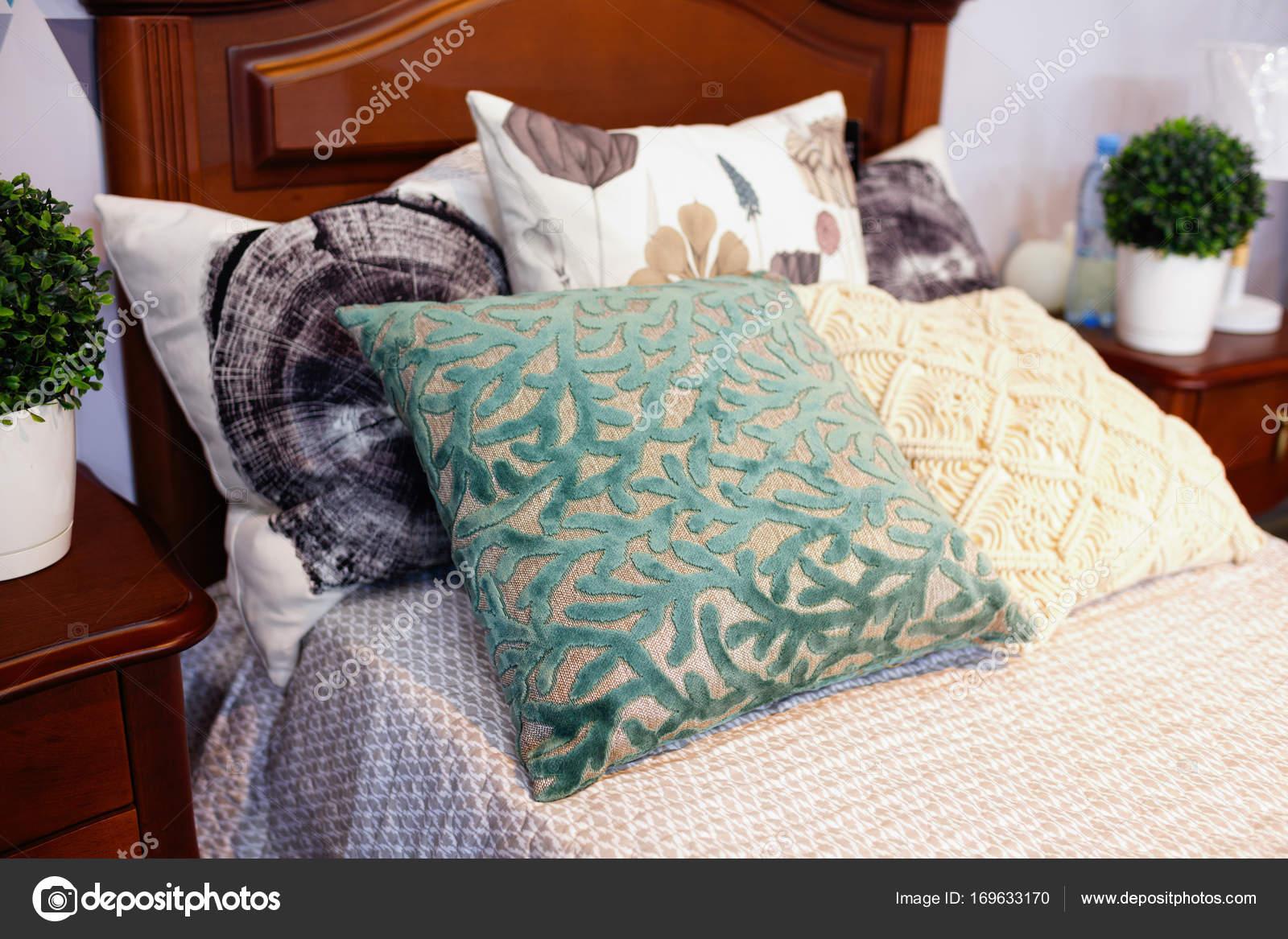 Slaapkamer Hotel Stijl : Luxueuze slaapkamer in pastelkleurkleuren in een neoklassieke