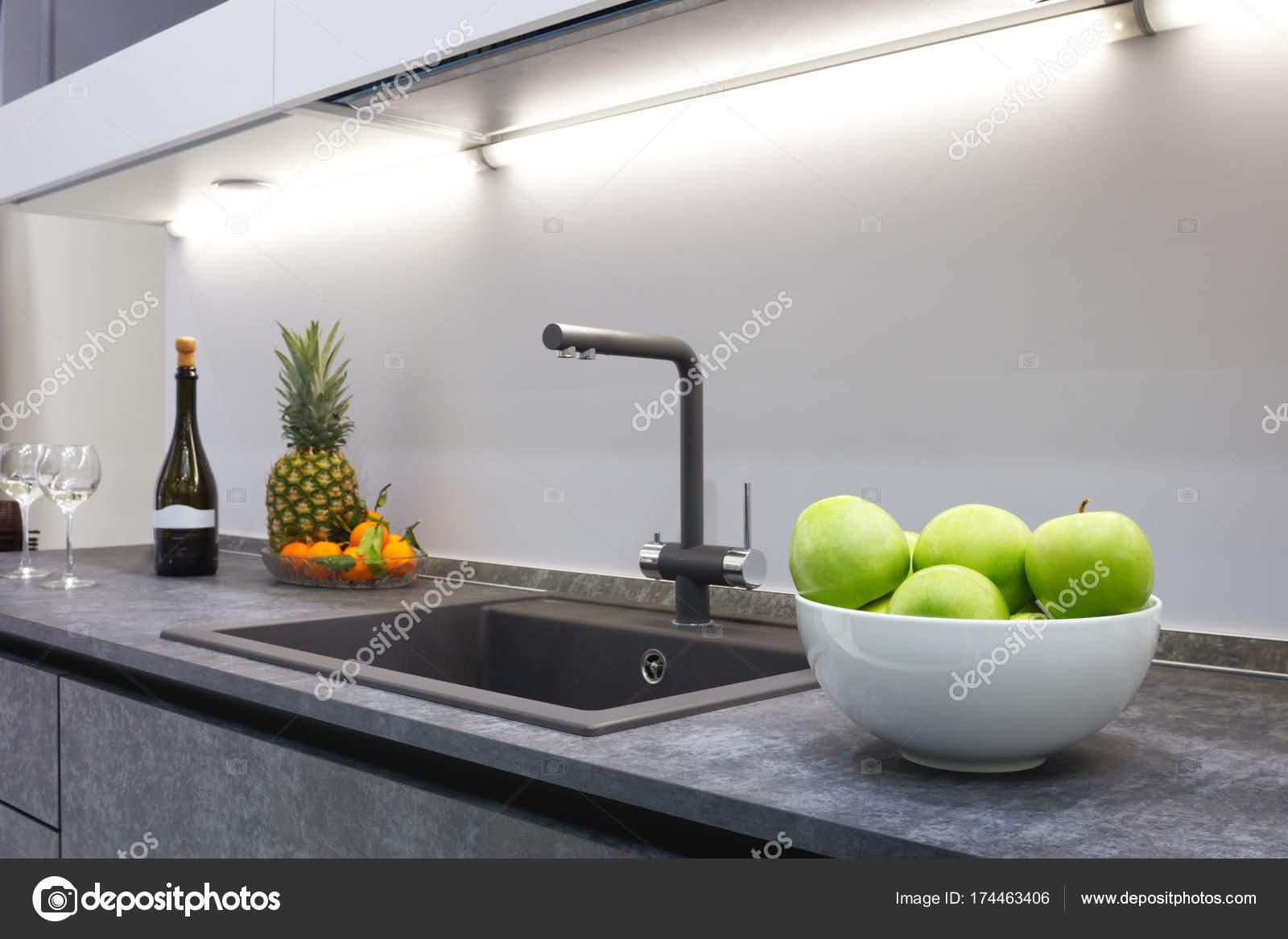 Arbeitsplatte Küche Silber. Ikea Küche Justieren Arbeitsplatte 30mm ...