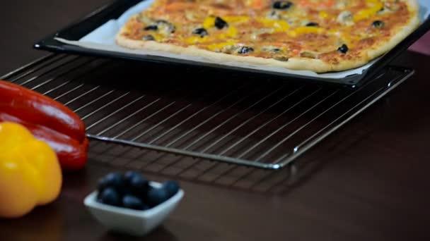 Pizza přísady. Pizza pece. Čerstvý pizza