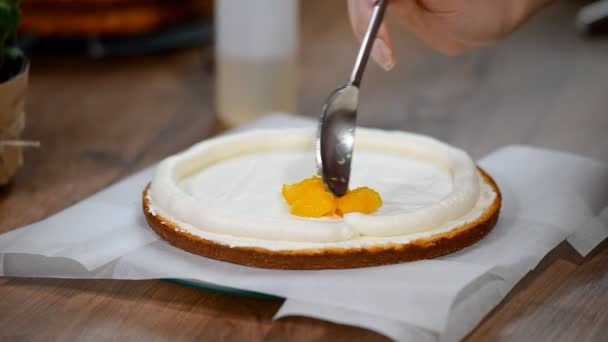 Broskvová vrstev dort výroba