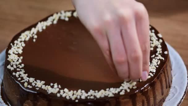 Dekorace čokoládové tvarohový koláč s ořechy
