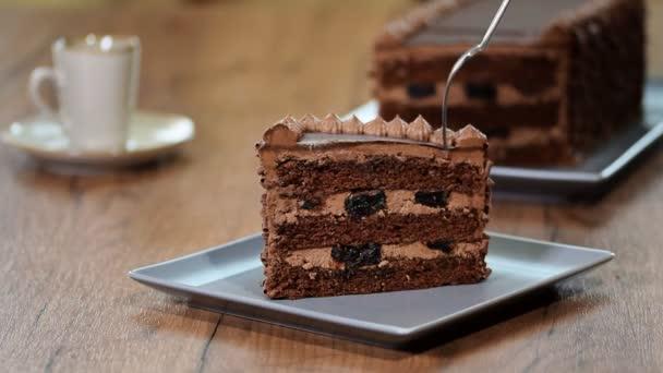 Enni egy finom darab csokoládé torta
