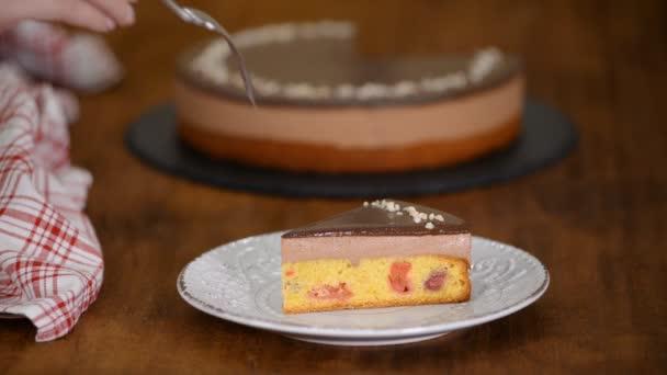 Csokoládé cseresznye habos torta.