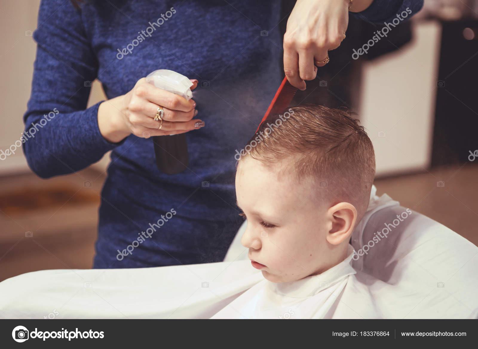 Стрижка волос мальчику ребенку фото