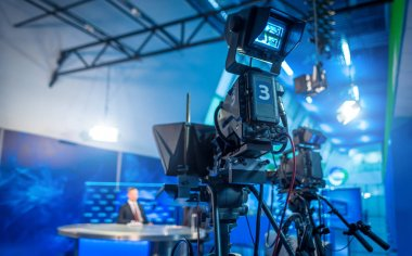 Record the main newsroom newscast in the evening