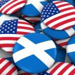 USA and Scotland Badges Background - Pile of American and Scottish Flag Buttons 3D Illustration Лицензионные Стоковые Изображе&#x43D