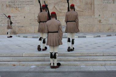 Yunan Parlamentosu, Atina önünde evzoni görevlisi