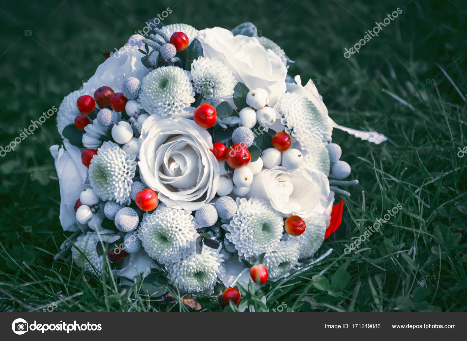 White With Red Wedding Flowers Stock Photo Palana 171249086