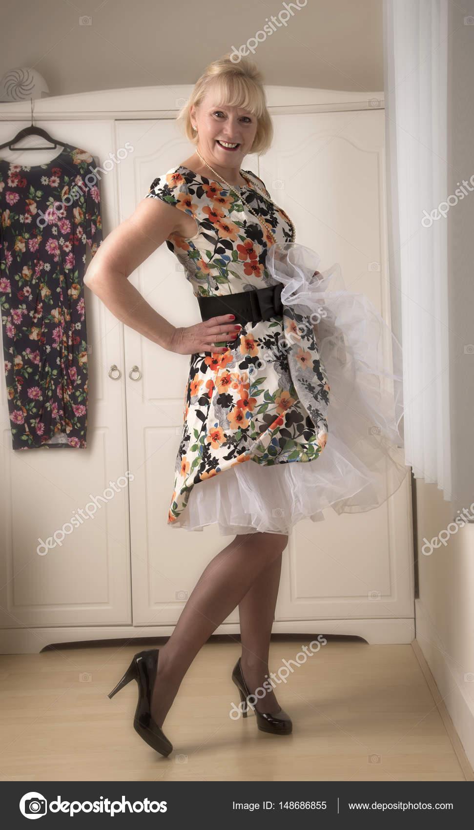 snygga klänningar för mogna kvinnor