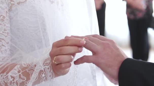recherche d'officiel une performance supérieure Vente de liquidation 2019 Fille robe bague de mariage votre doigt de l'homme