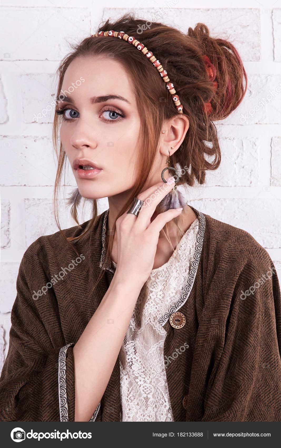 Imagen perfecta peinados hipster Fotos de tendencias de color de pelo - Peinados hipster mujer   chica con estilo hipster con ...