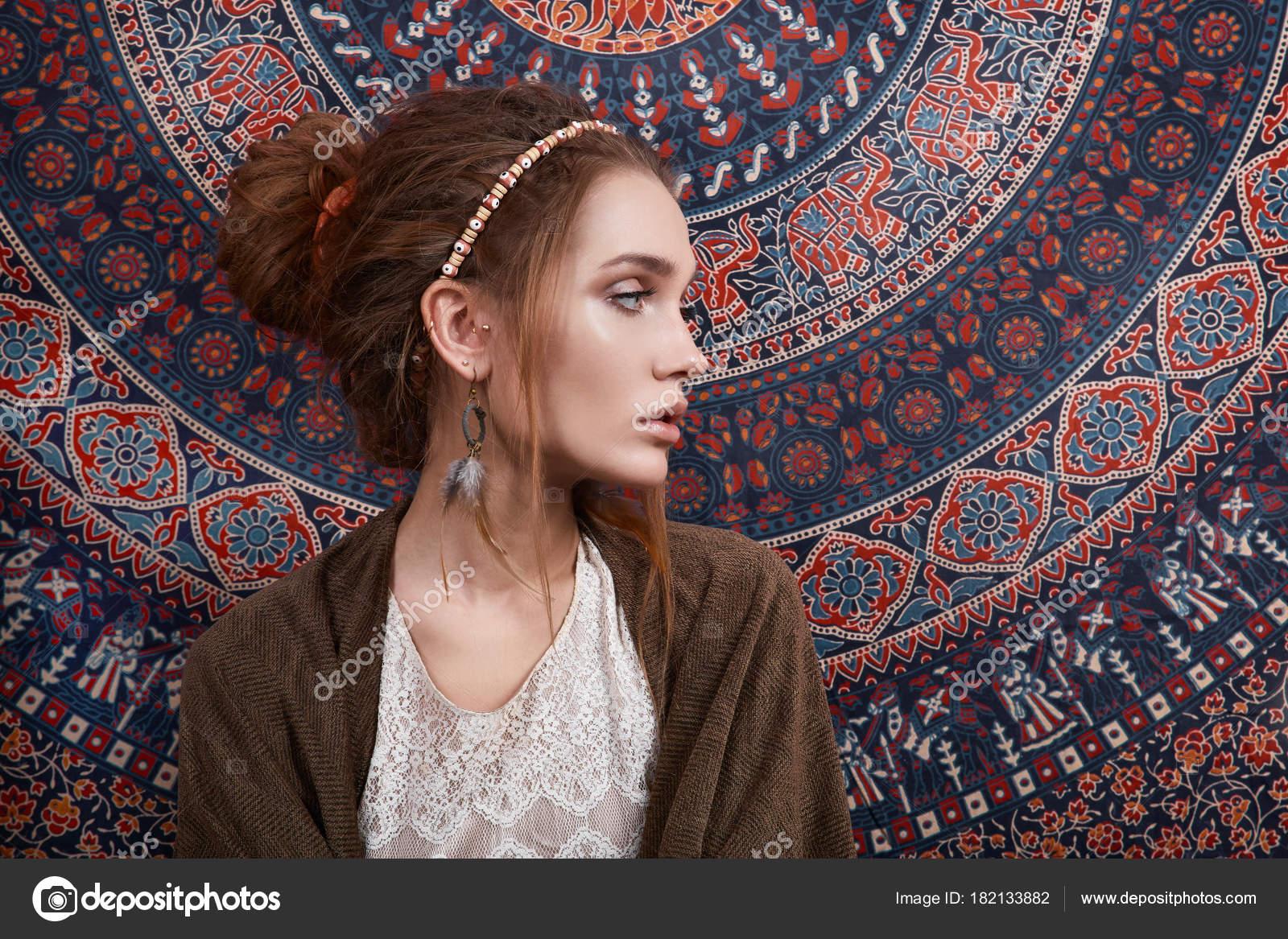 Ragazza di bellezza di stile indiano sopra modelli foto for Stile indiano arredamento