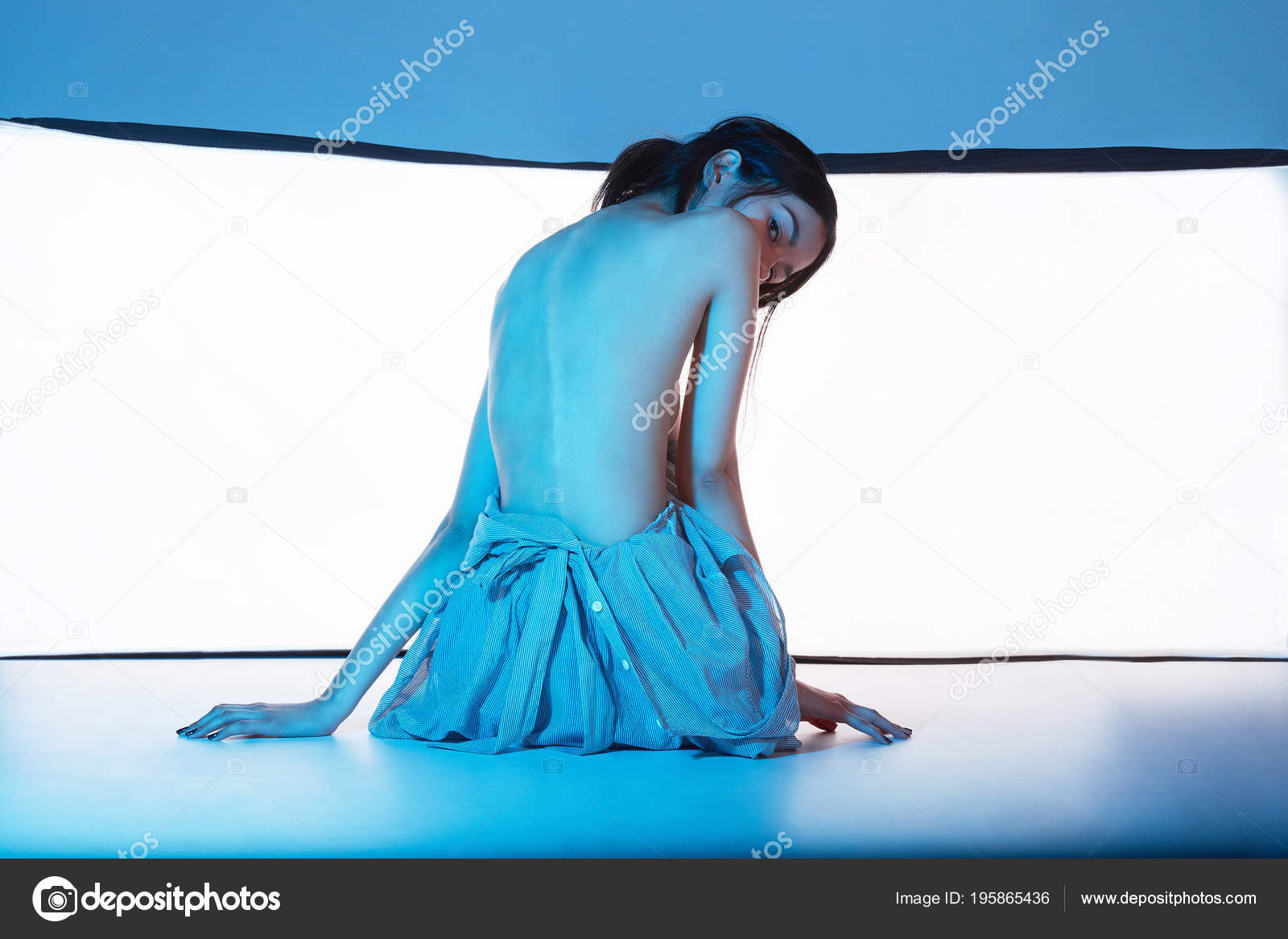modeli-golie-v-fotostudii-zasvet-sportsmenki-fotografii
