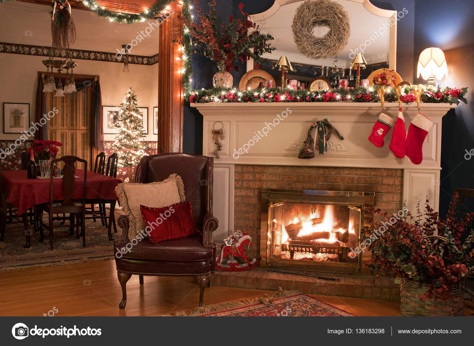 Gemütliche Weihnachten Kamin Einstellung — Stockfoto © Lawcain ...