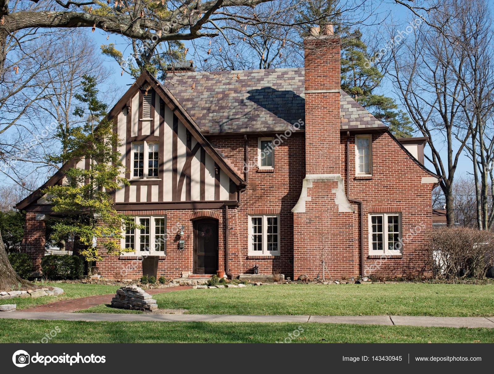 Old Brick English Tudor House With Slate Roof U2014 Stock Photo