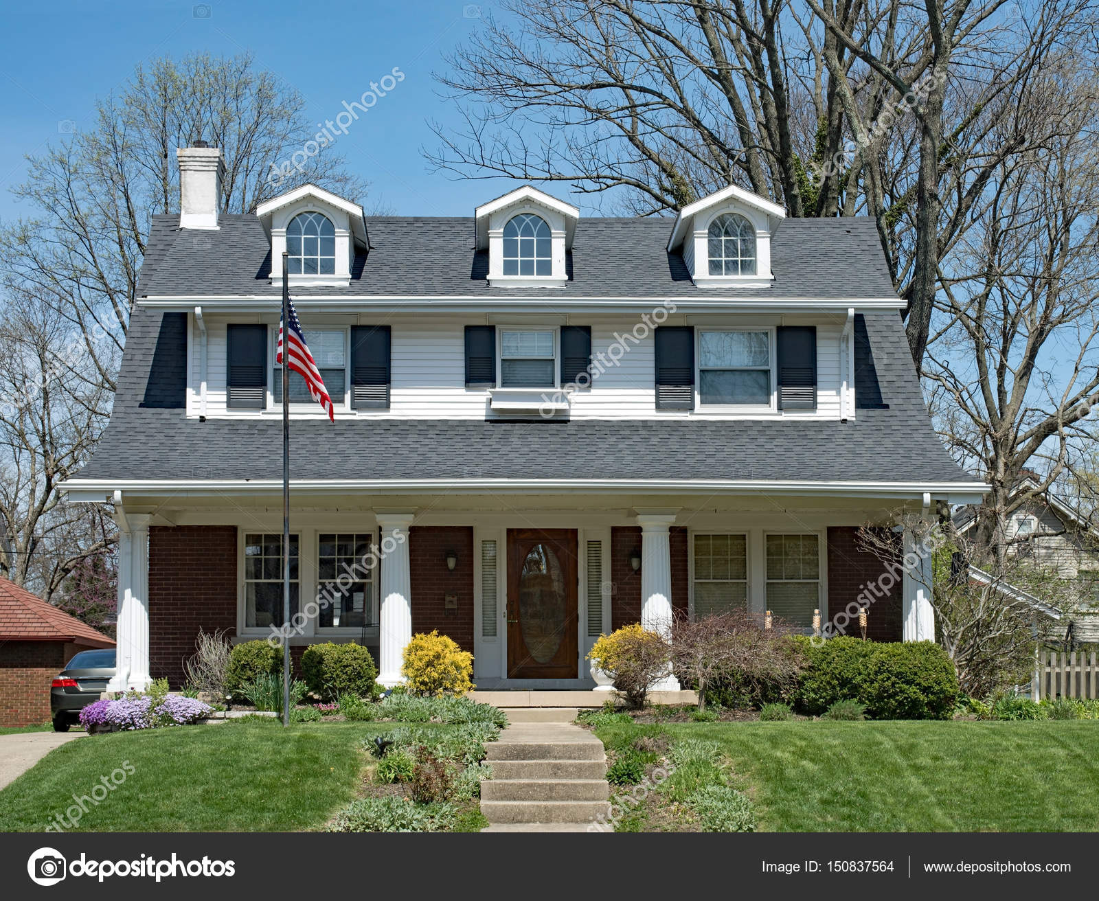 casa estadounidense casa americana con buhardillas y